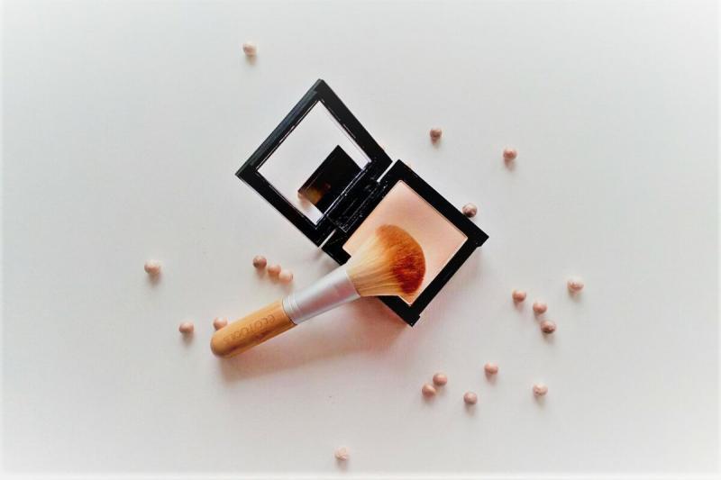 Две ошибки при нанесении макияжа, которых стоит избегать