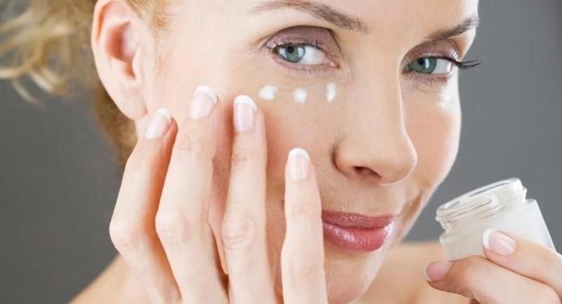 Крем для кожи вокруг глаз: секреты красоты после 40.