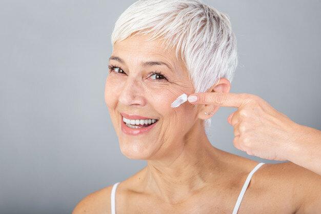 Правила нанесения возрастного макияжа