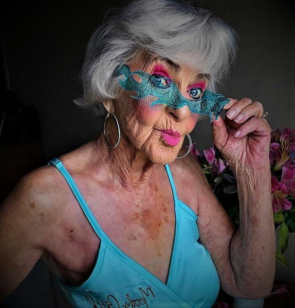 Стоит ли молодиться после 60-ти: глупо, смешно или грустно?