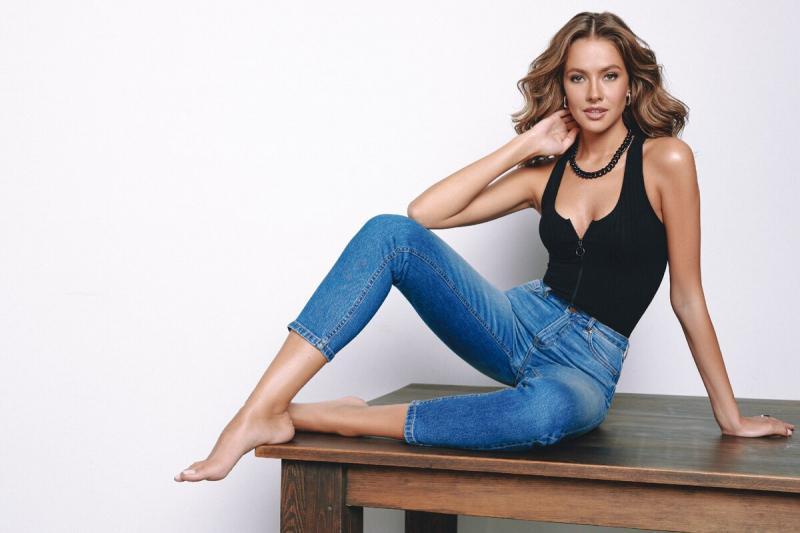 5 моделирующих джинсов, которые сделают фигуру стройнее