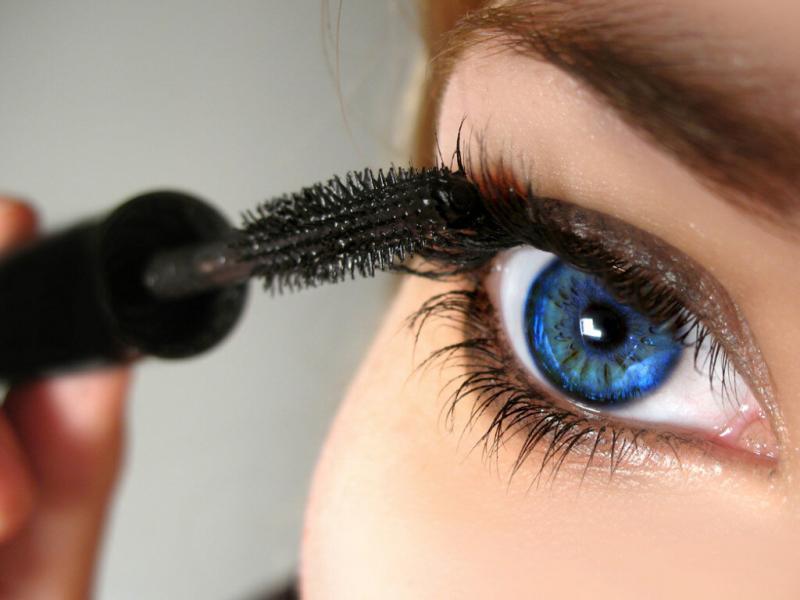 Как правильно красить глаза тушью