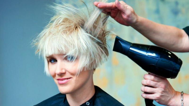 Как СОЗДАТЬ объем коротким и тонким волосам?