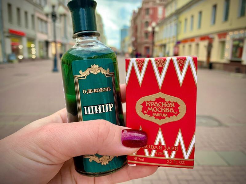 Купила духи Красная Москва и одеколон Шипр на Старом Арбате.