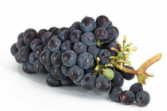 Омолаживаем кожу масками из винограда.
