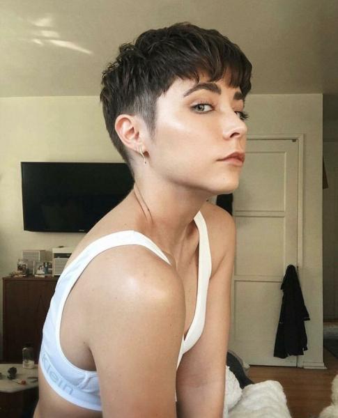 10 коротких стрижек для женщин с круглой формой лица