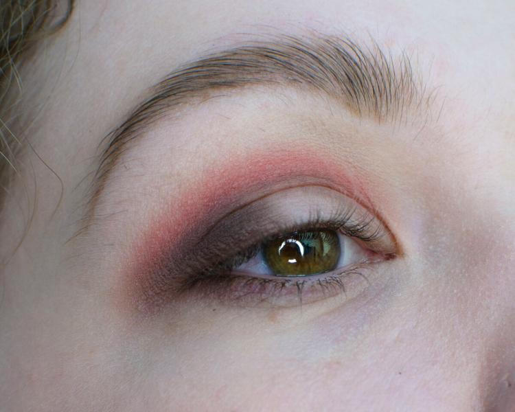 Яркий и весенний | Пошаговый макияж на нависшем веке