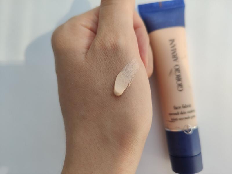 Тональный крем мусс для создания эффекта бархата на лице