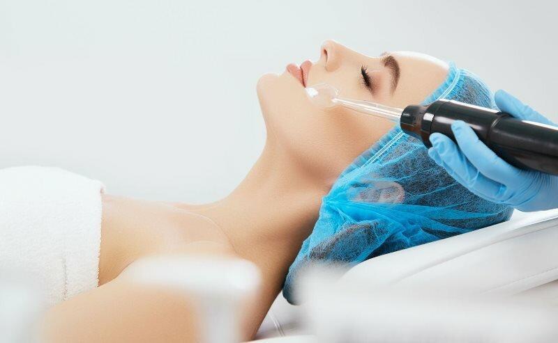Дарсонвализация лица: доступная процедура омоложения кожи