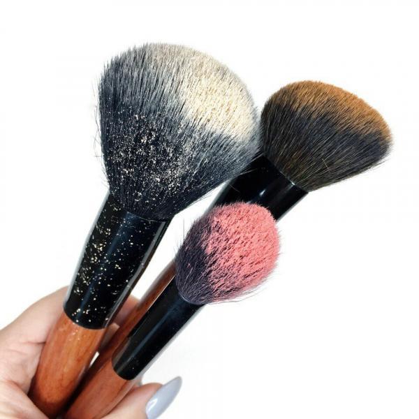 Единственные 3 кисти, которые нужны для повседневного макияжа