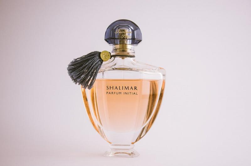 Как и куда нанести парфюм для длинного шлейфа