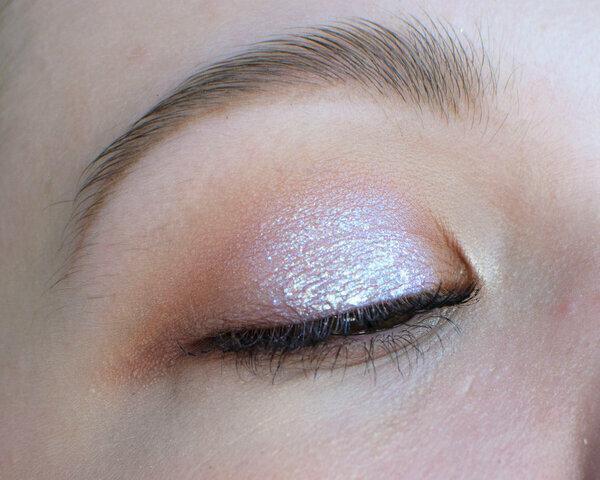 Светлый и сияющий | Пошаговый макияж на нависшем веке