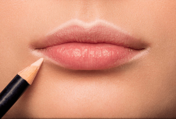 Важные правила макияжа губ для женщин 45+