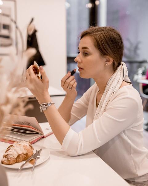 Подготовка кожи к макияжу: убираем шелушения и неровности
