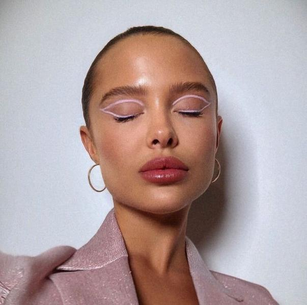 стрелочки модницам- невероятно яркий макияж лета 2020