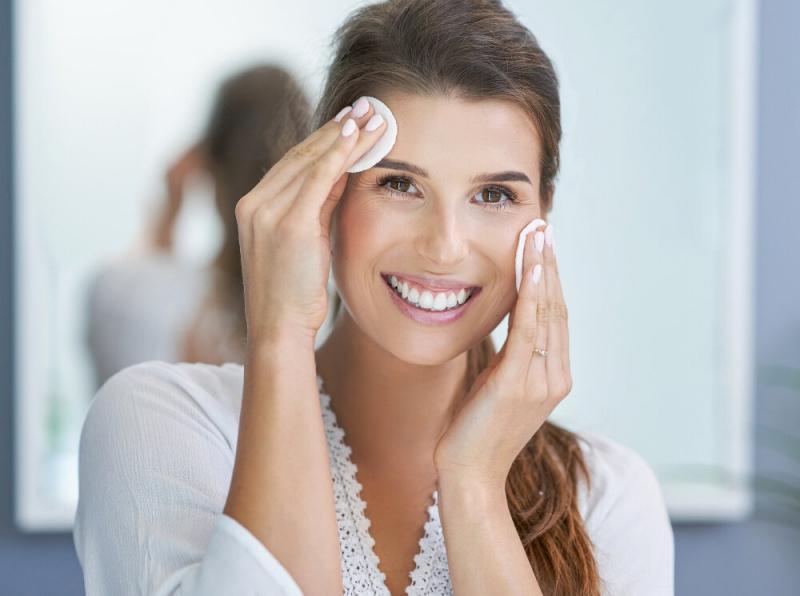 Топ-7 бестселлеров для снятия макияжа глаз