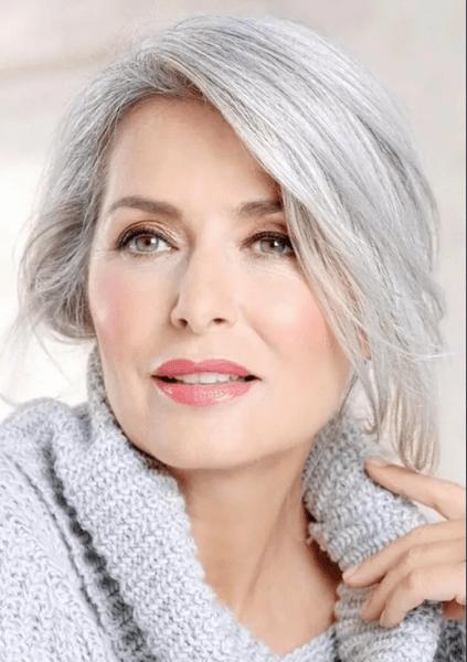 В каком возрасте женщине уже неприлично быть красивой?