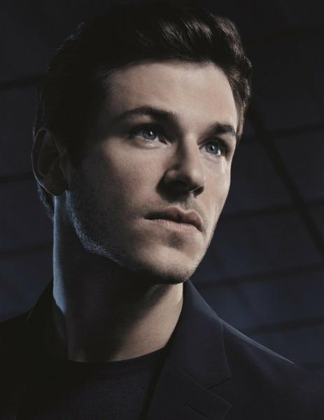 5 самых красивых мужчин в рекламе парфюмерии