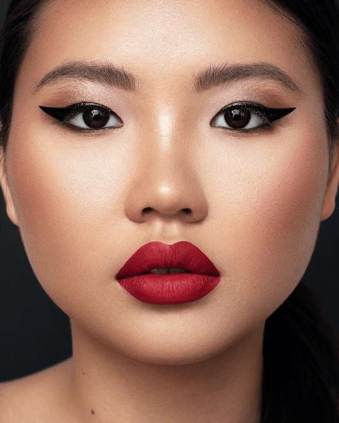 Смоки айс, глиттер, яркие губы и другие бьюти-тренды макияжа осени 2020