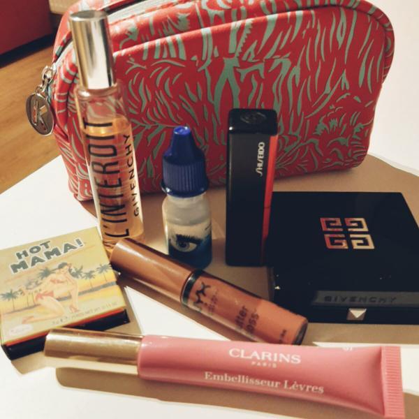 Сколько стоит содержимое сумочной косметички?