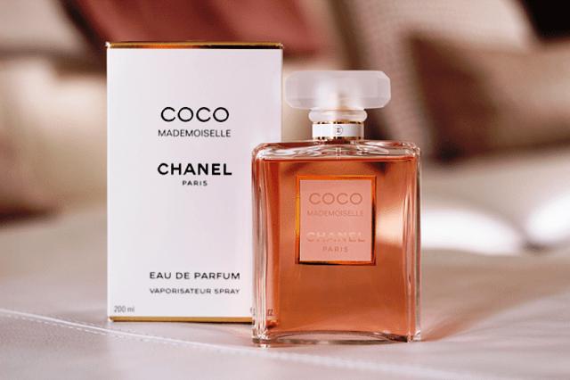 Женские ароматы с самым длинным и притягательным шлейфом, собирающим комплименты.