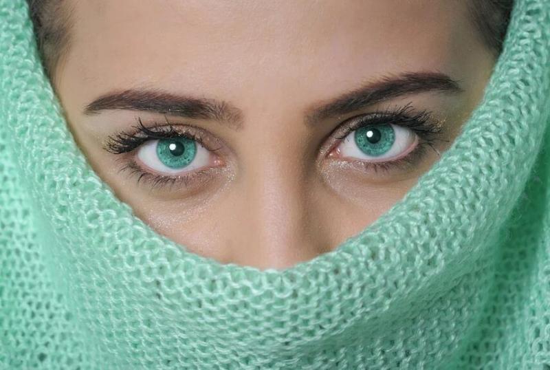 Нет «гусиным лапкам»: советы по уходу за кожей вокруг глаз