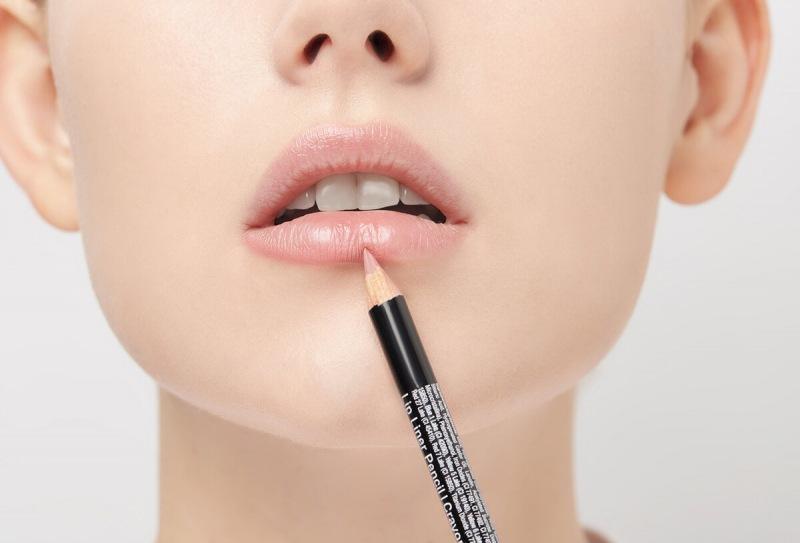 ТОП-3 карандаша для губ до 300 руб   стильные оттенки для зимы