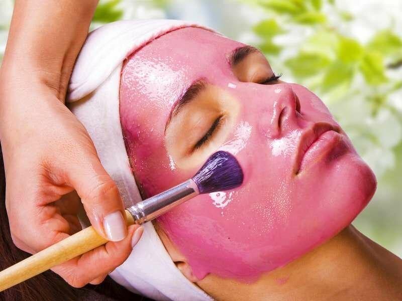 Маска с розовой глиной уберёт дряблость кожи.