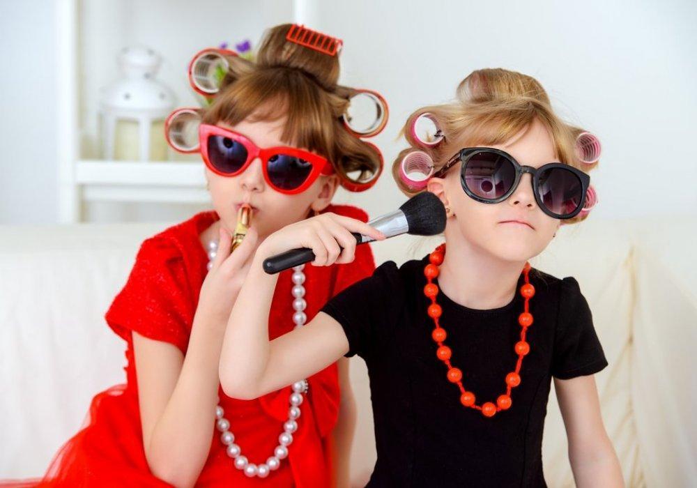 Опасна ли декоративная косметика для девочек?