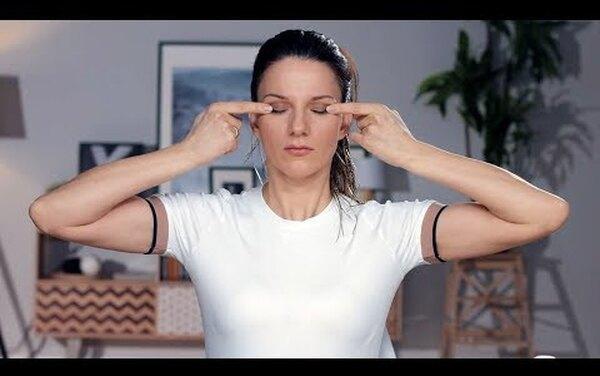 2 суперэффективных упражнения, которые сотрут «гусиные лапки» вокруг глаз