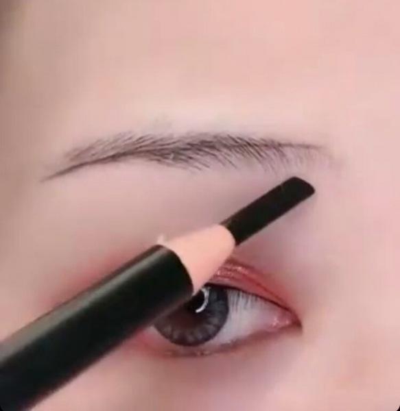 Как рисуют идеальные брови в технике «крестик», красивая форма получится у каждой