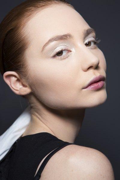 Как сделать макияж со стразами и глиттером?