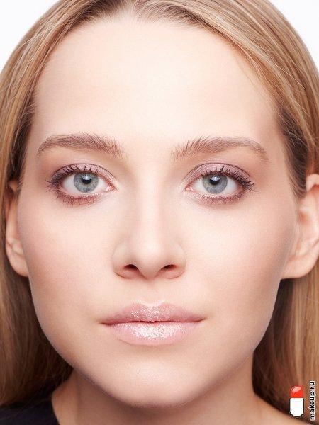 Как создать влажный макияж губ?