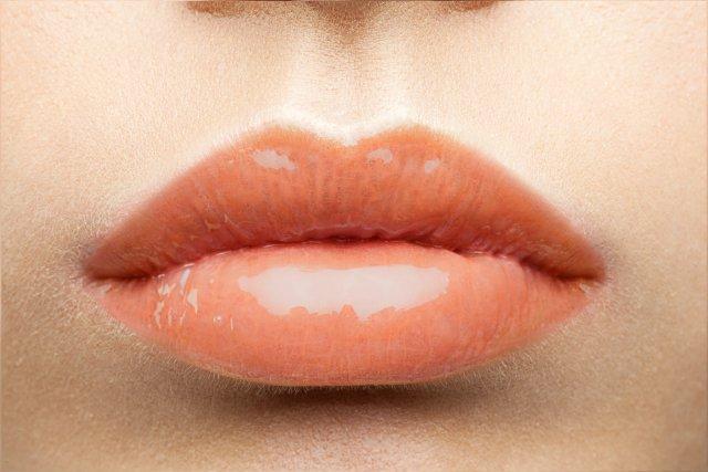 Персиковая помада: правила использования