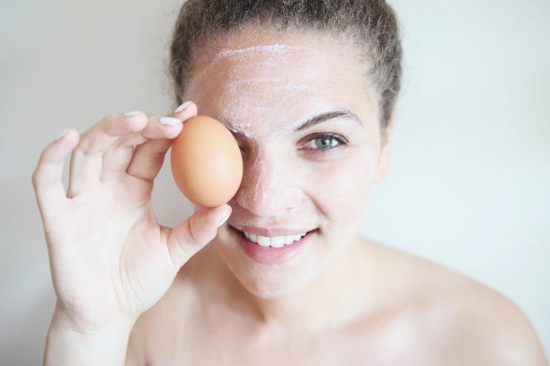 Пилинг-лифтинг одним яйцом и лимоном: когда хочется быстро омолодиться и ни капельки не разориться