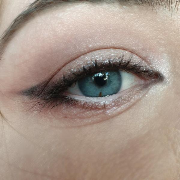 Три важных правила в макияже глаз с нависшим веком: как создать молодой, элегантный образ и сделать взгляд выразительнее