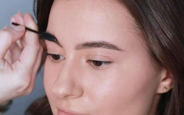 Учимся у визажистов Крыгиной: как естественно накрасить брови помадой