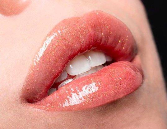 Выдающийся результат: зачем нужен плампер для губ?