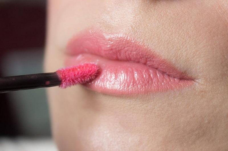 3 основные ошибки при макияже губ, которые делают их не аккуратными и визуально меньше, чем они есть на самом деле