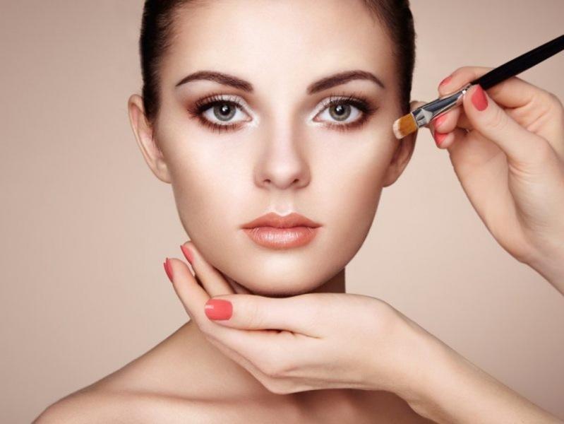 7 советов, которые помогут закрепить макияж