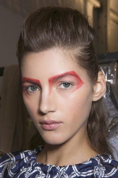 Что-то новенькое: как носить цветные брови?