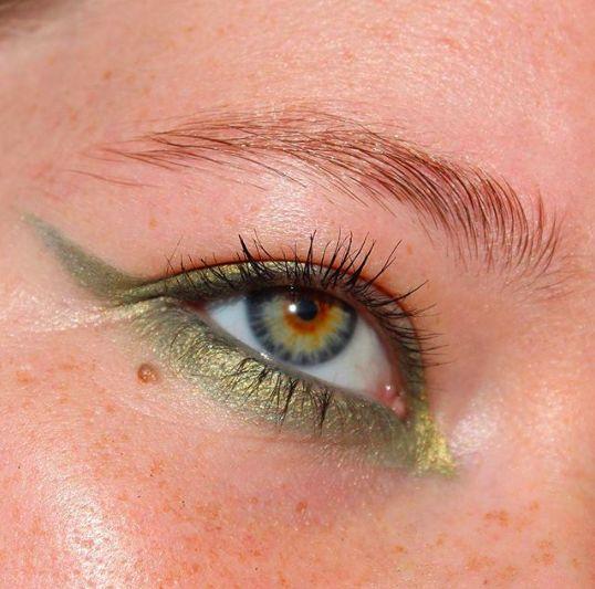 Как использовать в макияже тени цвета хаки?