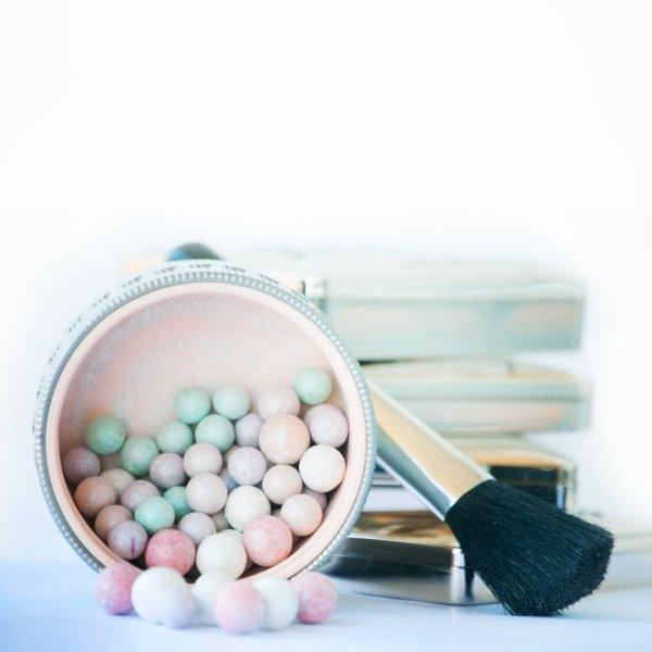 Круглый отличник: зачем нужны румяна в шариках?
