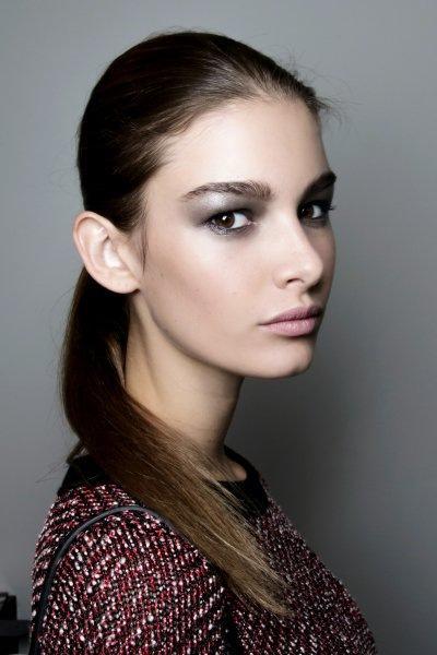 Полное спокойствие: 13 идей макияжа в серых тонах