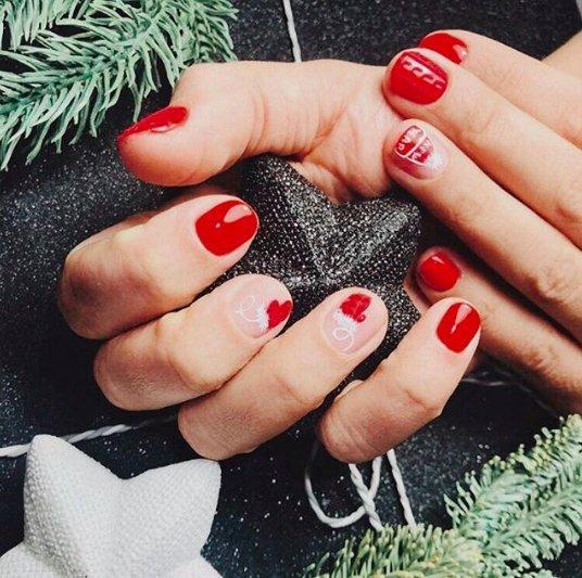 Рождественский маникюр — 2021: главные тренды