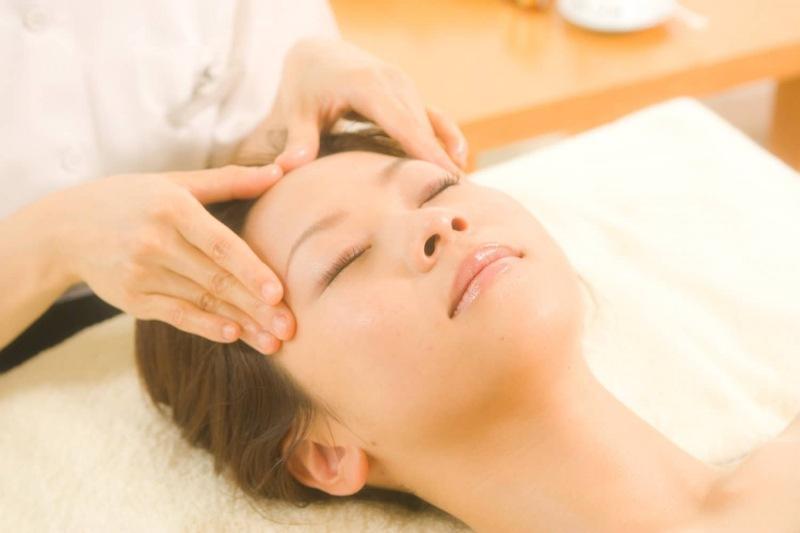 Японский точечный массаж лица шиацу