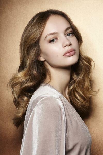 Медом намазано: почему девушки все чаще выбирают медовый цвет волос?